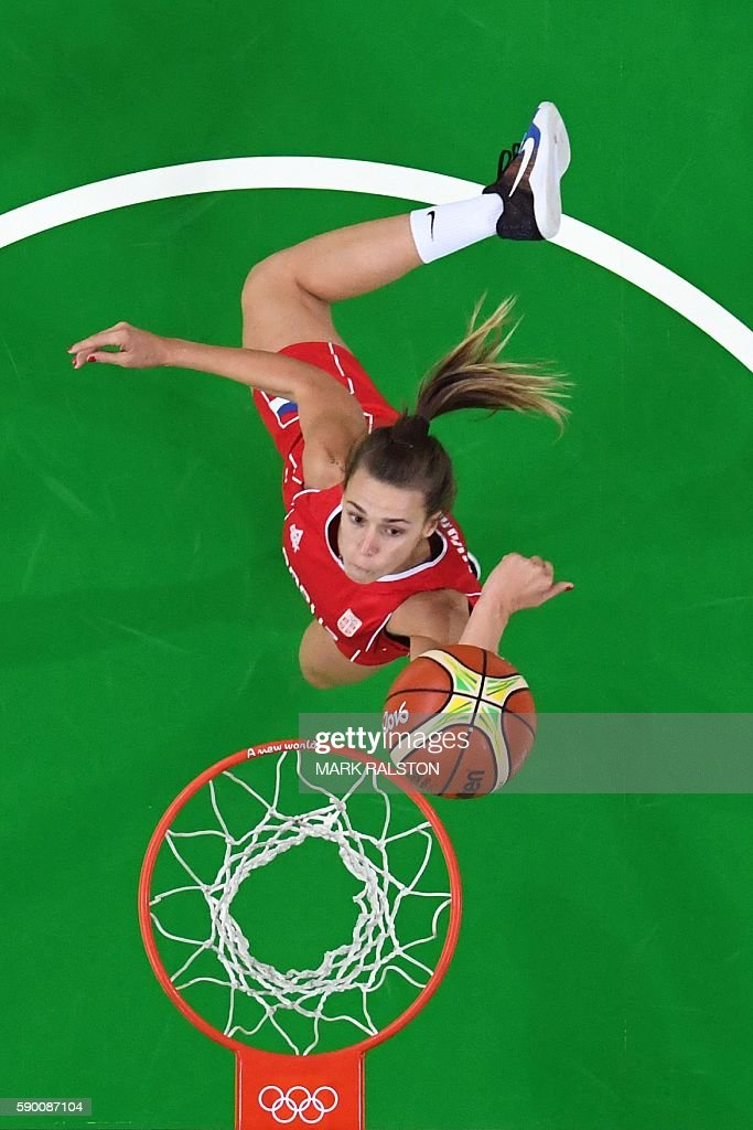 An overview shows Serbia's shooting guard Nevena Jovanovic go to the basket during a Women's quarterfinal basketball match between Australia and Serbia at the Carioca Arena 1 in Rio de Janeiro on August 16, 2016 during the Rio 2016 Olympic Games. / AFP / Mark RALSTON