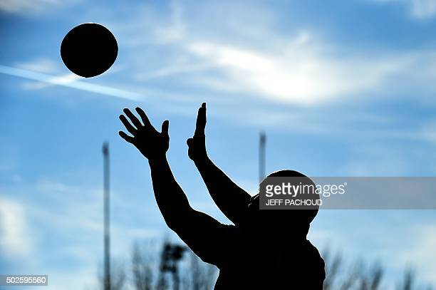 TOPSHOT An Oyonnax player warms up prior to the French Top 14 rugby union match between Oyonnax and Stade Francais Paris on December 27 2015 at the...