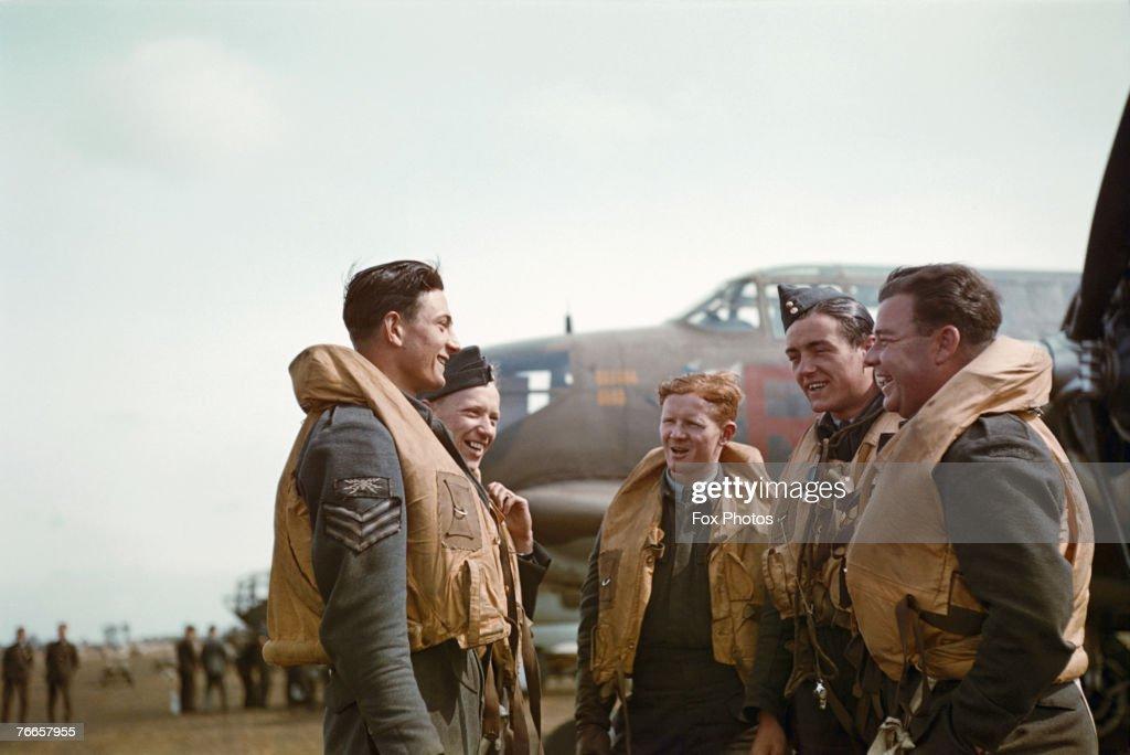 Boston Bomber Crew : News Photo