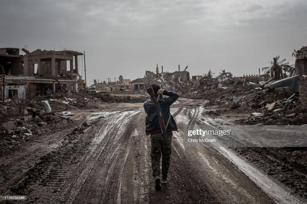 Civilians Return To Towns Around Bagouz As ISIL Defeat Nears : ニュース写真