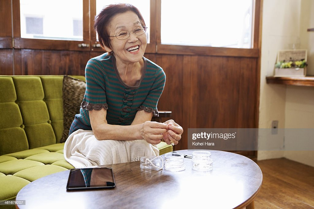 An Senior Woman Making Handicrafts At Home ストックフォト Getty Images