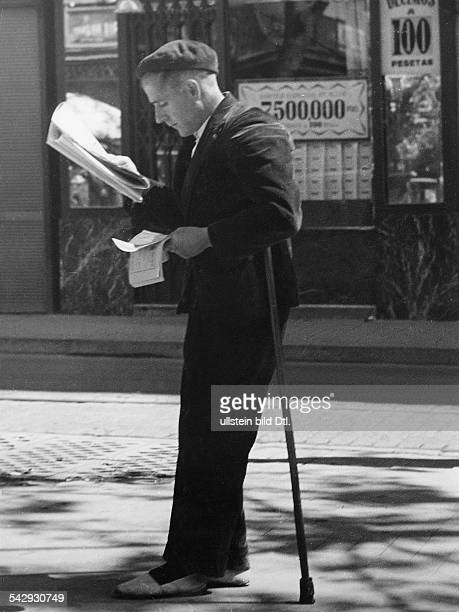 An Spanish man reading the newspaper on a busy street Vintage property of ullstein bild