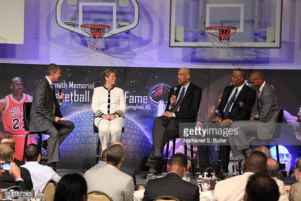 An UCLA roundtable Moderator Rick Kamla Anne Meyers Kareem AbdulJabbar Jamaal Wilkes and Reggie Miller speaks at the BunnGowdy Awards Dinner as part...