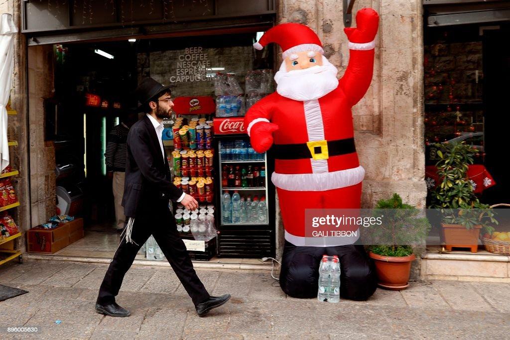 ISRAEL-PALESTINIAN-RELIGION-CHRISTIANITY-CHRISTMAS-JERUSALEM : News Photo
