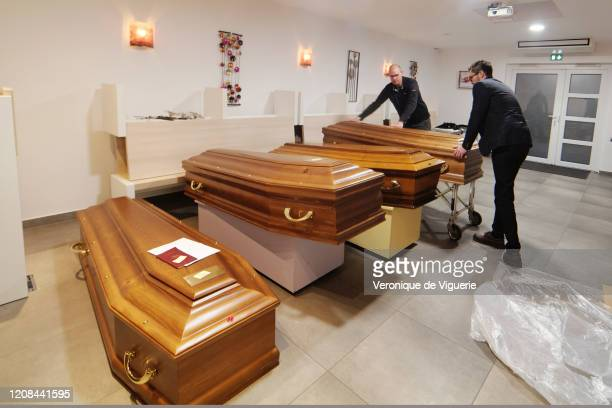 An undertakers retrieve the body of a woman at a full morgue on March 27 2020 in Mulhouse France The woman has previously died of coronavirus France...