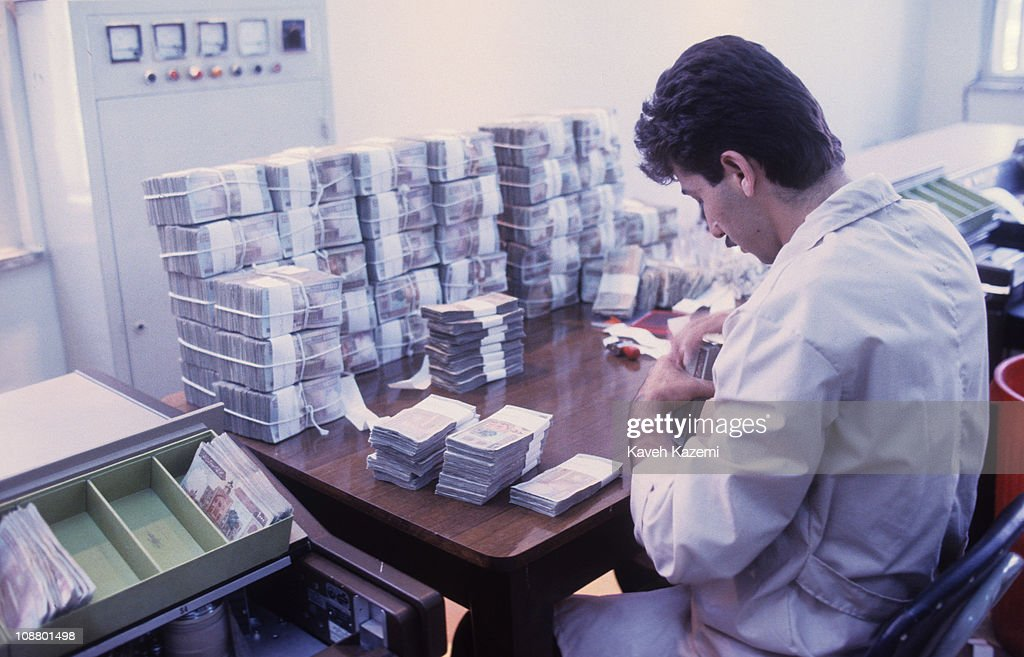 Sorting Banknotes : News Photo