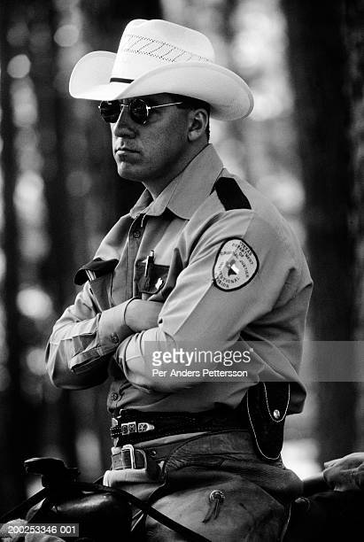 an unidentified texas prison guard watches over prisoners workin - per-anders pettersson stock pictures, royalty-free photos & images