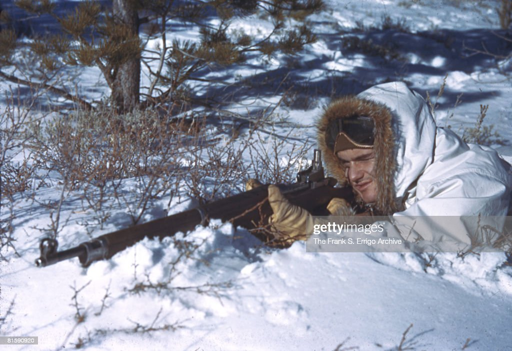 'Crack Shot In The Snow' : News Photo