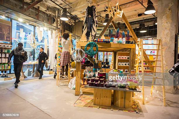 391 Urban Outfitters Store Photos And Premium High Res Pictures Getty Images