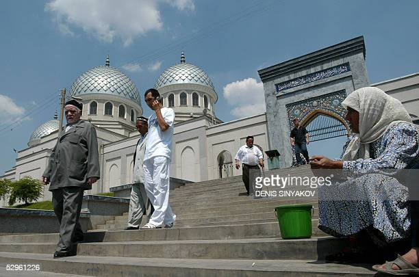 An Uzbek woman begs sitting on the steps in front of the central mosque Kukaldosh in Tashkent 21 May 2005 AFP PHOTO / DENIS SINYAKOV