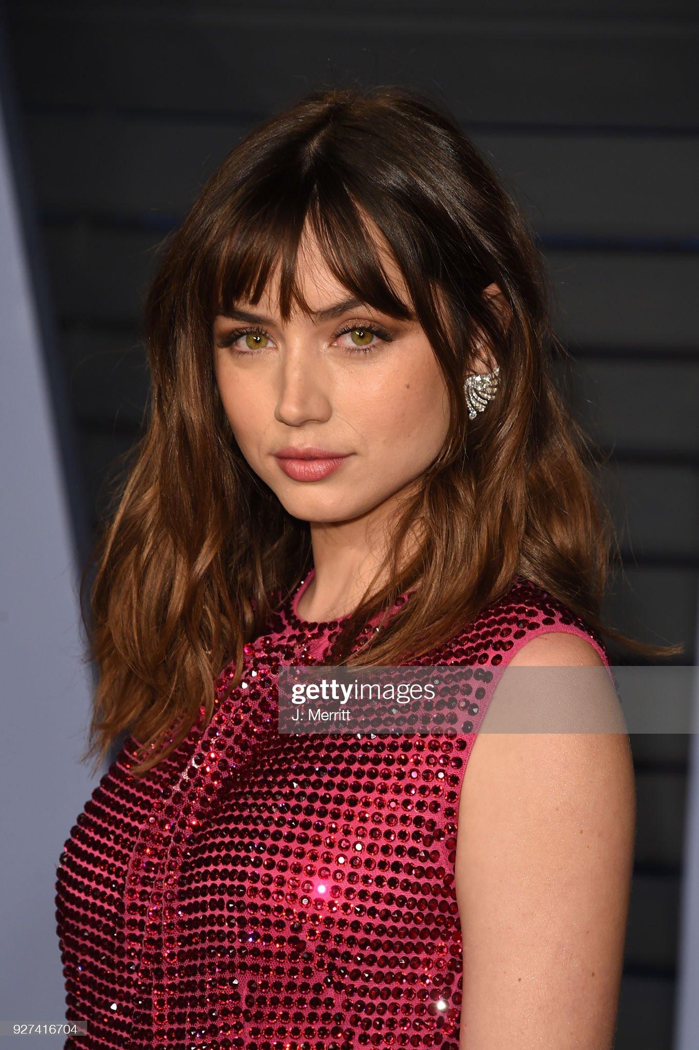 Hazel eyes - Personas famosas con los ojos de color AVELLANA Ana-de-armas-attends-the-2018-vanity-fair-oscar-party-hosted-by-at-picture-id927416704?s=2048x2048