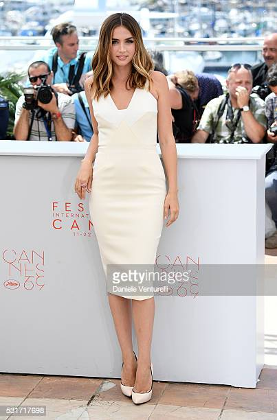 Ana de Armas attends the Hands Of Stone photocall during the 69th annual Cannes Film Festival at the Palais des Festivals on May 16 2016 in Cannes...