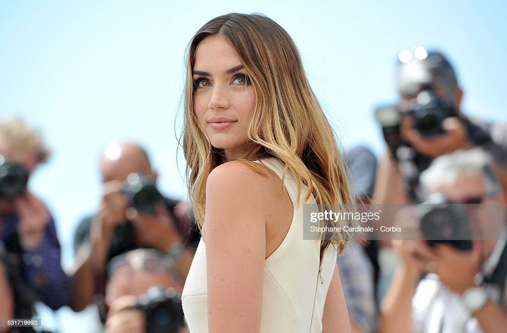 """""""Hands Of Stone"""" Photocall - The 69th Annual Cannes Film Festival : News Photo"""