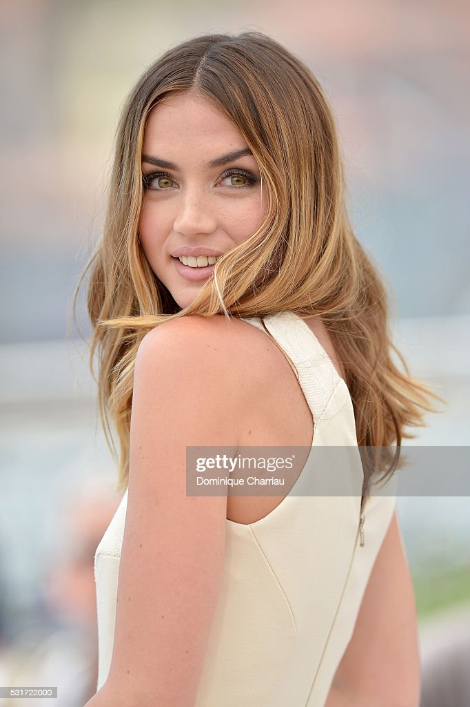 """""""Hands Of Stone"""" - Photocall - The 69th Annual Cannes Film Festival : News Photo"""