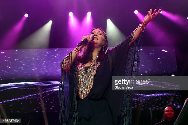 223 Ana Gabriel Concert Photos And Premium High Res Pictures Getty Images