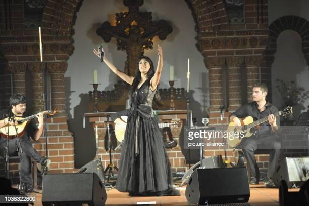 Ana Moura WorldTour 2013 Konzert der portugiesischen Fadosängerin Ana Moura in der Passionskirche in Berlin Kreuzberg Die 1979 in Santarem geborene...