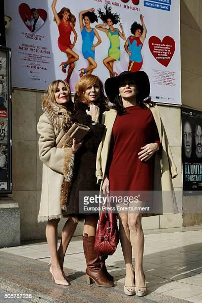 Ana Obregon Elisa Matilla and Fabiola Toledo attend the presentation of 'Sofocos Plus' at La Latina theatre on January 19 2016 in Madrid Spain