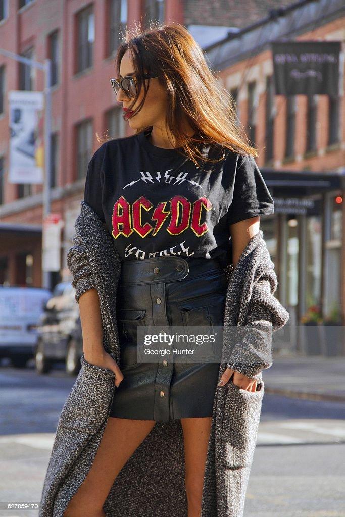Street Style - New York City - December 2016 : News Photo