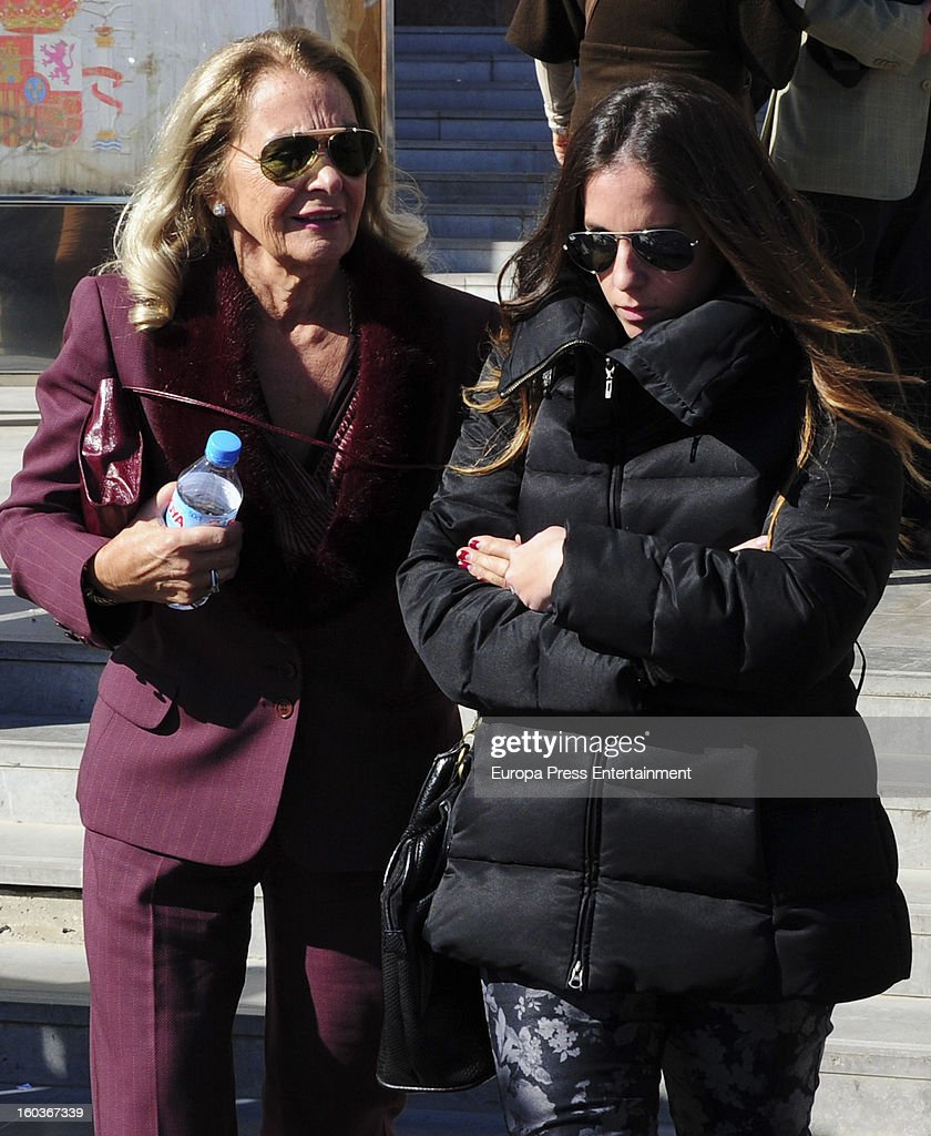 Anabel Pantoja (R) arrives at Malaga court in the last day for the ongoing trial for alleged money-laundering and embezzlement on January 29, 2013 in Malaga, Spain. The 2006 scandal has put nearly 100 people on trial for alleged involvement in bribes to city officials by property developers for planning permissions.