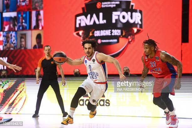 Anadolu Efes Istanbul's US-Turkish point guard Shane Larkin controls the ball next to CSKA Moscow's US forward Will Clyburn during the Basketball...