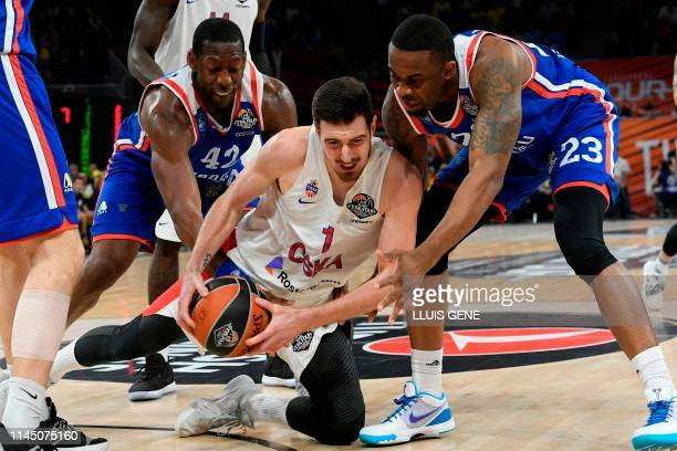Anadolu Efes' USArmenian centre Bryant Dunston and Anadolu Efes' US forward James Anderson challenge CSKA Moscow's French guard Nando De Colo during...
