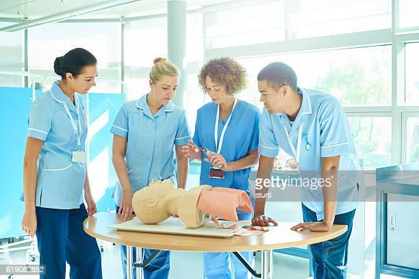 anaesthetist teaching intubation methods