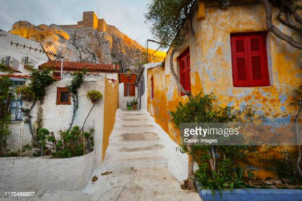 anafiotika neighborhood and acropolis in the old town of athens' - athens greece stock pictures, royalty-free photos & images
