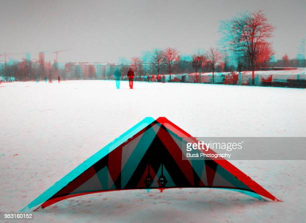 anaglyph image of a kite on a snowy winter day in a park in berlin, germany - stereoscopic images stock photos and pictures