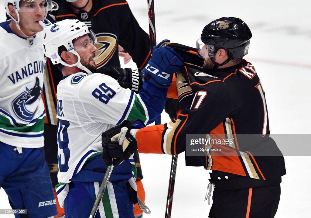 NHL: NOV 21 Canucks at Ducks : News Photo
