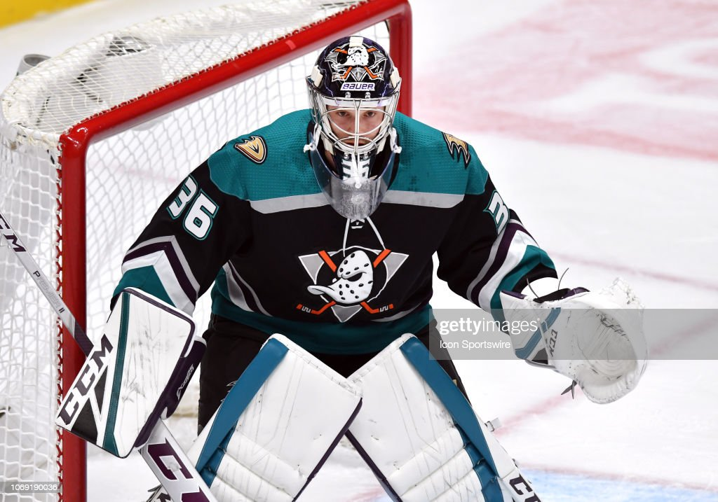 NHL: DEC 05 Blackhawks at Ducks : News Photo