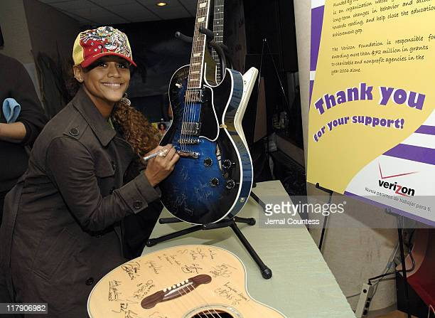 Anais at the Verizon Gift Station during The 7th Annual Latin GRAMMY Awards Backstage Lounge by Distinctive Assets Day 2 at Madison Square Garden in...