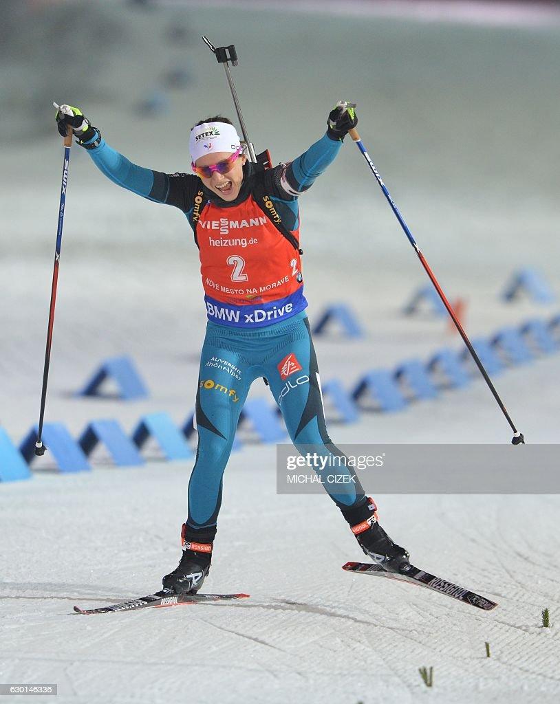 BIATHLON-CZE-WOMEN-10KM-PURSUIT : News Photo