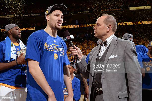 Analyst Ernie Johnson interviews Klay Thompson of the Golden State Warriors after winning Game Seven of the Western Conference Finals against the...