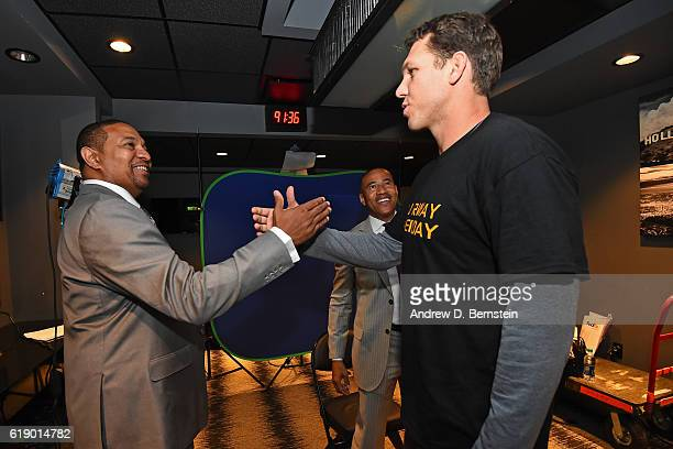 Analyst Mark Jackson shakes hands with Luke Walton of the Los Angeles Lakers during an interview before the game against the Houston Rockets on...
