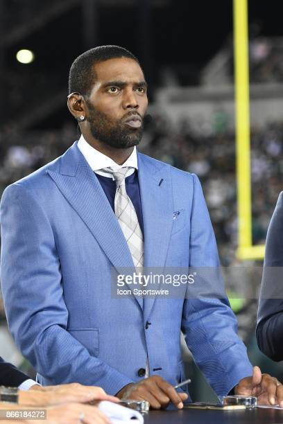 ESPN analyst Randy Moss looks on during a NFL football game between the Washington Redskins and the Philadelphia Eagles on October 23 2017 at Lincoln...