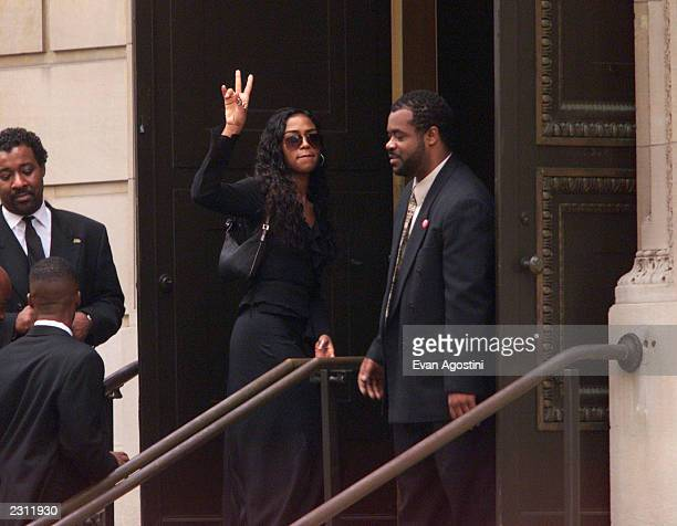 Ananda Lewis arrives at RB singer Aaliyah's funeral at St Ignatius Loyola Roman Catholic Church in New York City 8/31/2001 Photo Evan Agostini/Getty...