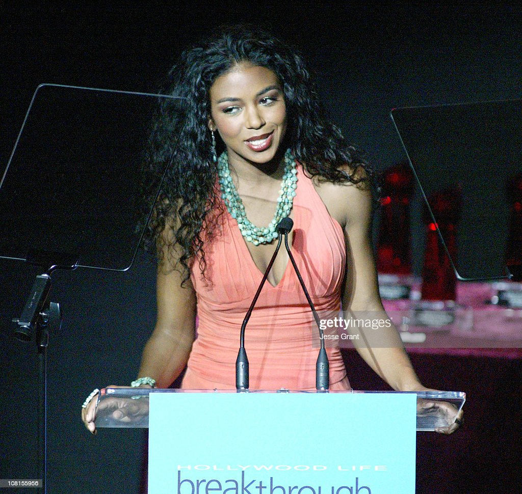 Hollywood Life's 4th Annual Breakthrough of the Year Awards - Show : News Photo