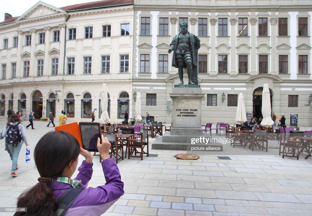 Fuggerplatz Augsburg : News Photo