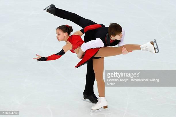 Anastasia Gubanova and Alexei Sintsov from Russia skate during the pair's short program of the ISU World Junior Figure Skating Championships 2016 at...
