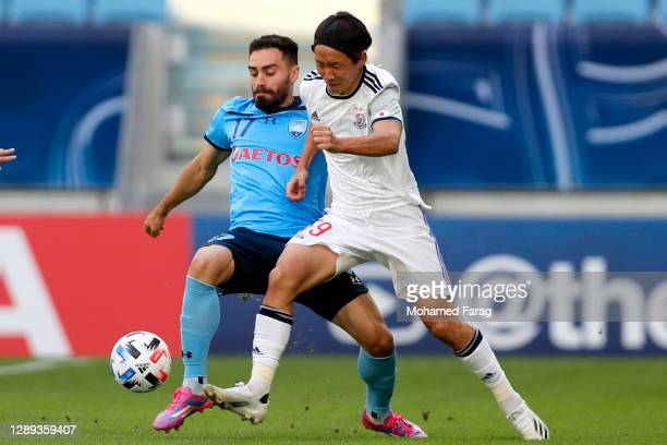 Anathony Cacares of Sydney FC and Jun Amano of Yokohama F.Marinos compete for the ball during the AFC Champions League Group H match between Sydney...