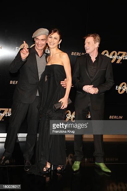 """Anatole Taubman, Olga Kurylenko Und Jesper Christensen Bei Der """" 007 - Ein Quantum Trost"""" Premiere Im Cinestar Am Potsdamer Platz In Berlin Am 031108..."""