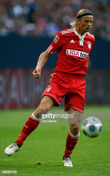 Anatoliy Tymoshchuk of Muenchen runs with the ball during the THome cup match between FC Bayern Muenchen and Hamburger SV at the Veltins Arena on...