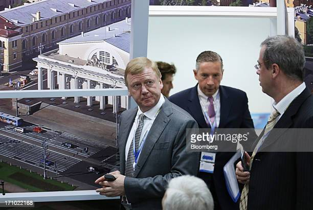 Anatoly Chubais chief executive officer of OAO Rusnano left and Klaus Kleinfeld chief executive officer of Alcoa Inc second left arrive for a news...