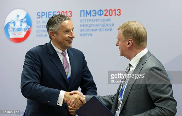 Anatoly Chubais chief executive officer of OAO Rusnano right and Klaus Kleinfeld chief executive officer of Alcoa Inc shake hands after announcing a...