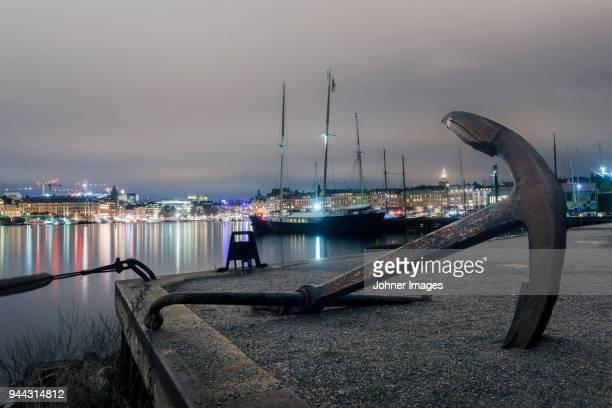 anchor at water - いかり ストックフォトと画像