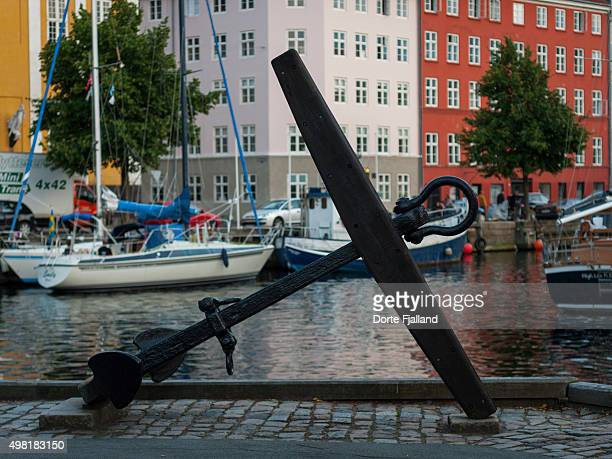 anchor in nyhavn - dorte fjalland stock pictures, royalty-free photos & images