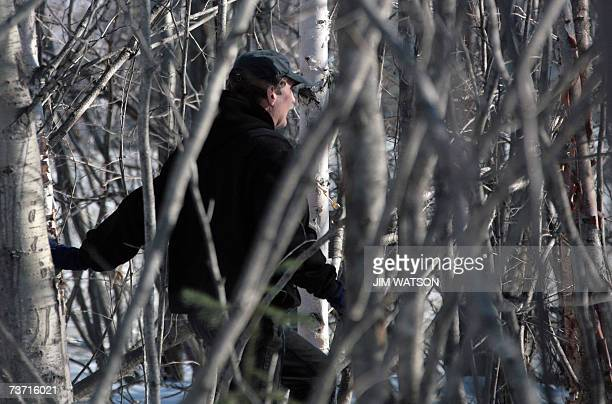 Anchorage, UNITED STATES: TO GO WITH AFP STORY by MIRA OBERMAN - FILES - Wildlife Biologist for the Alaska Department of Fish and Game Rick Sinnott...
