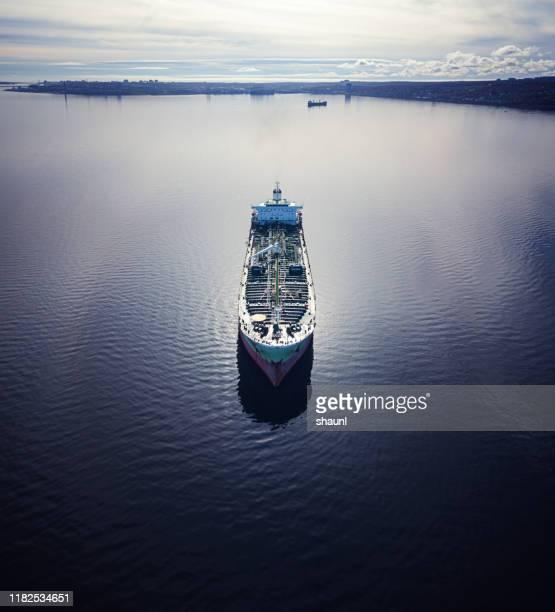 förankrat oljetankfartyg - fartygstransport bildbanksfoton och bilder