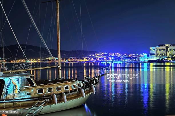 anchored sailboar and reflections at ilica beach - emreturanphoto bildbanksfoton och bilder