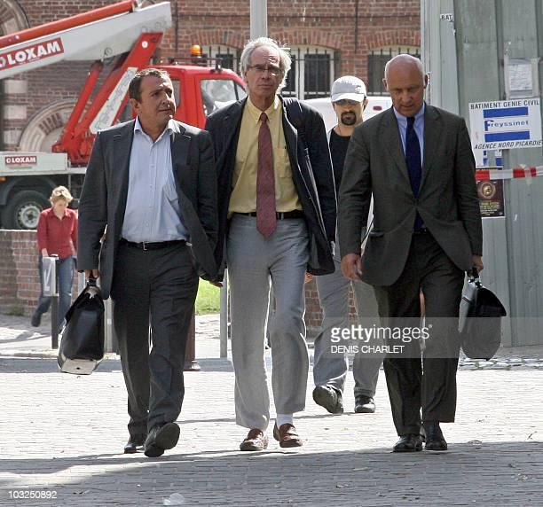L'ancien directeur de la société Alstom Power Boilers Bernard Gomez quitte le palais de justice de Lille entouré de ses avocats Me Patrick...